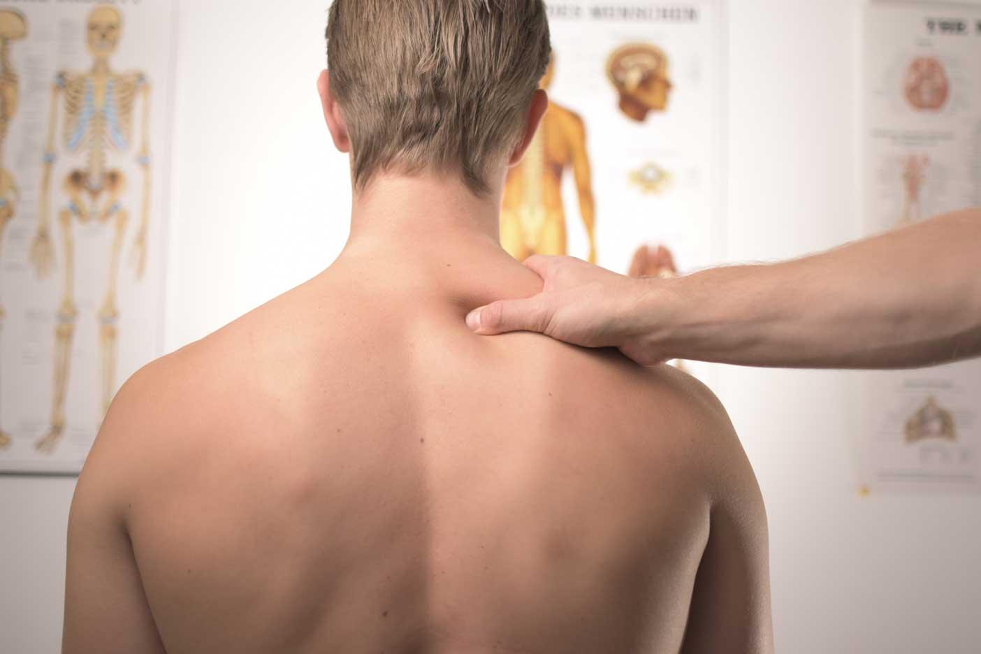 Ból kręgosłupa w pracy - przyczyny i zapobieganie